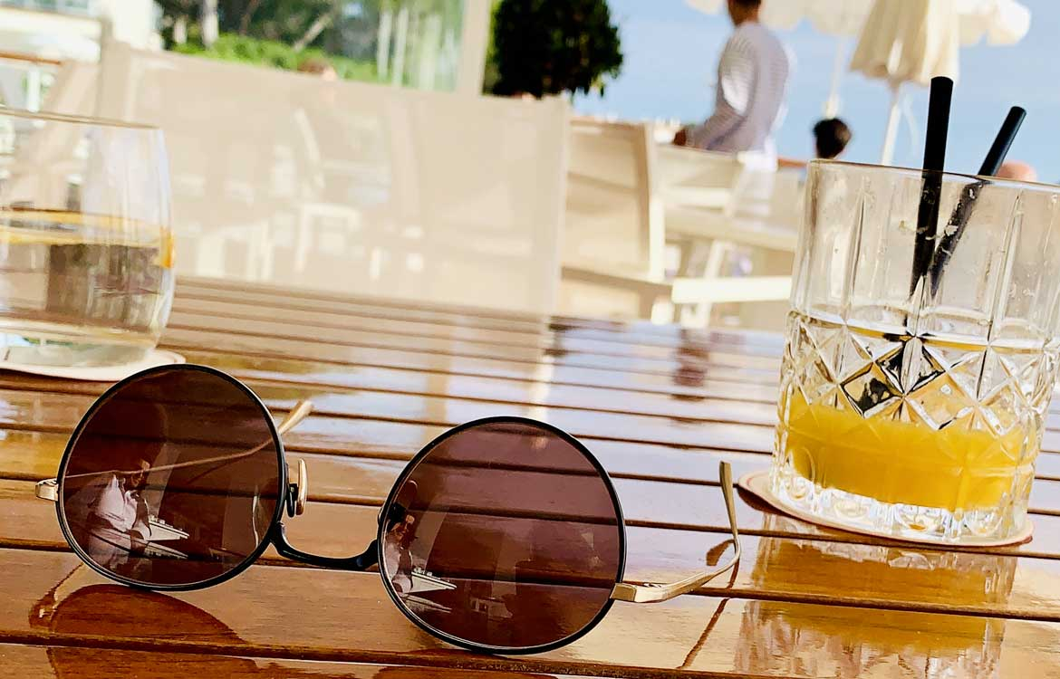 catering-gastronomy-cocktail-bar-sunglasses